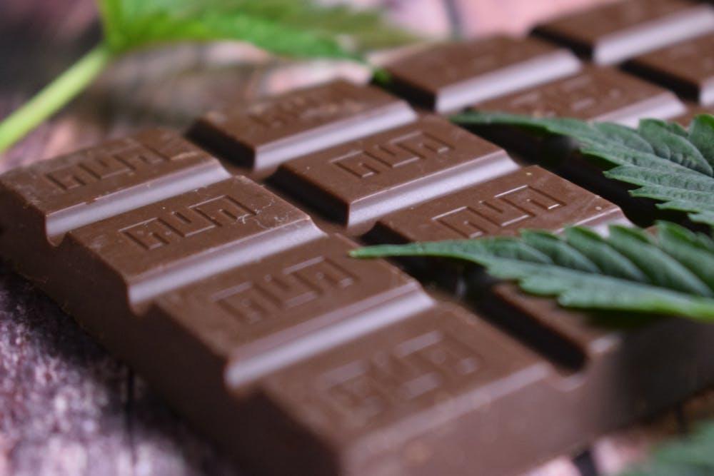 CBD Chocolate Bar: 5 Minute Recipe!